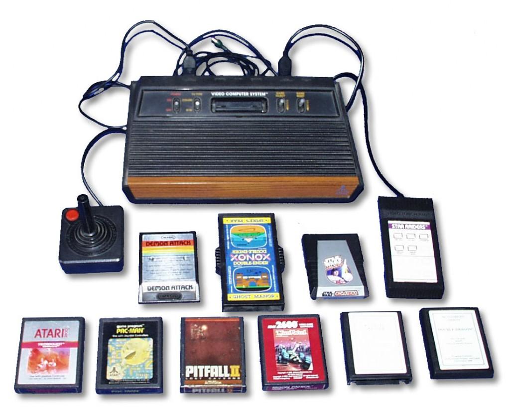 Consola Atari 2600 con mandos y cartuchos